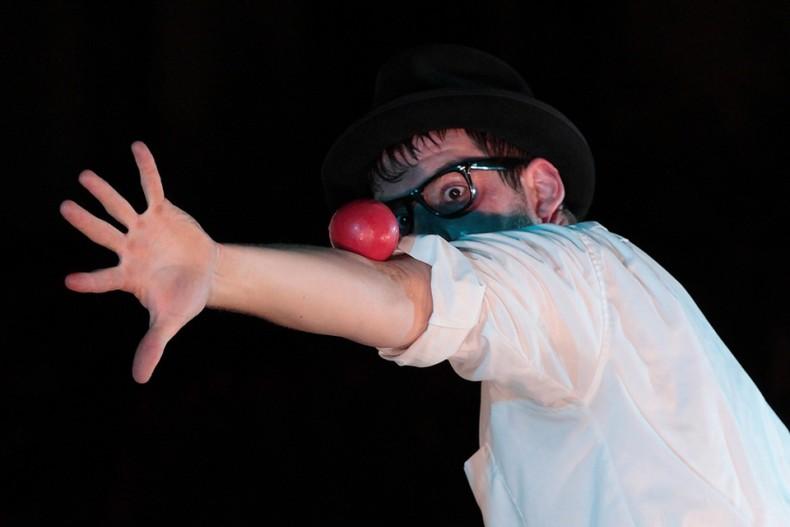 Matthias-Romir-Pinball-Paranoia-Bild02-Ellenbogen